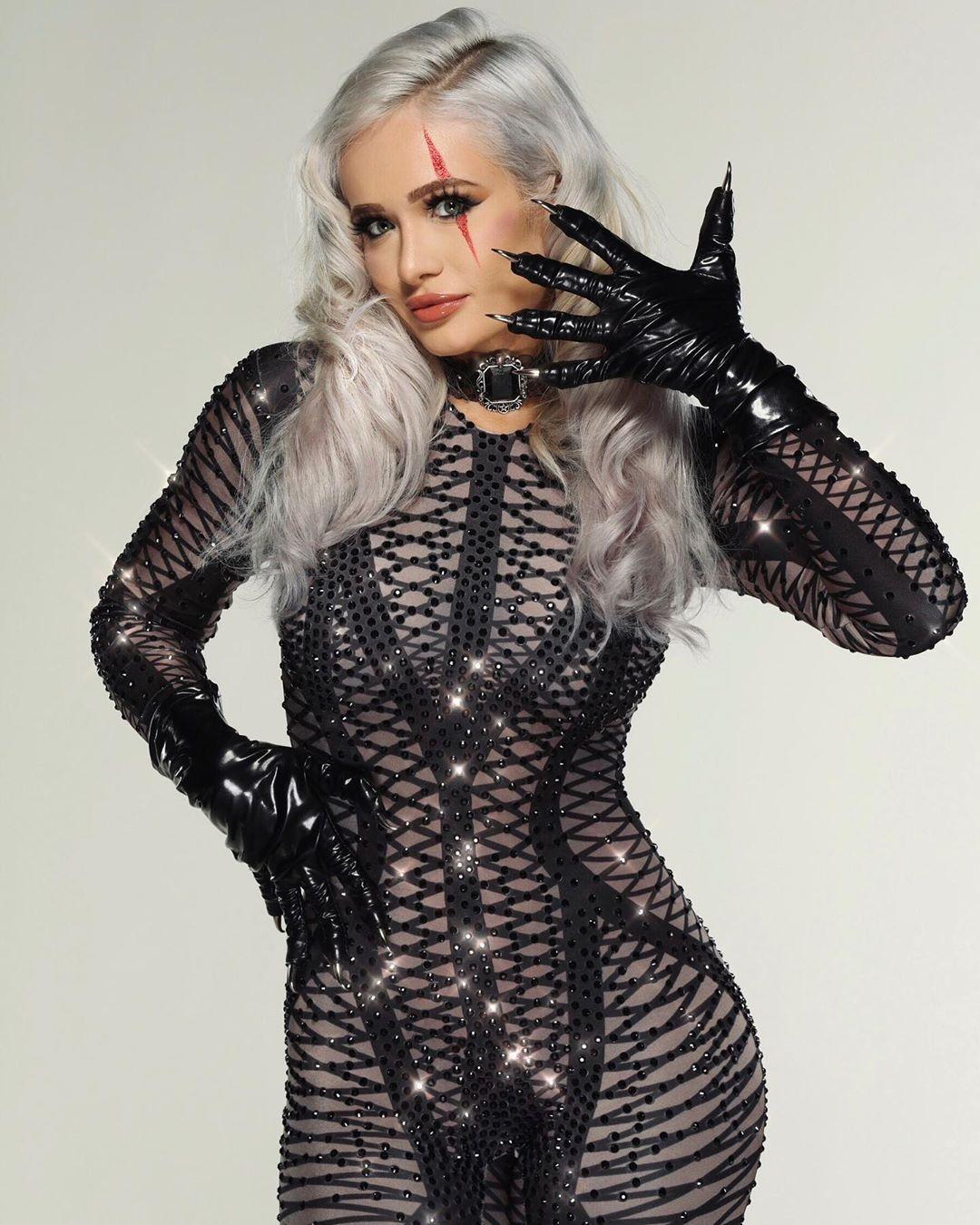 WWE Super Diva Scarlett Bordeaux is Beached! - HD Photo