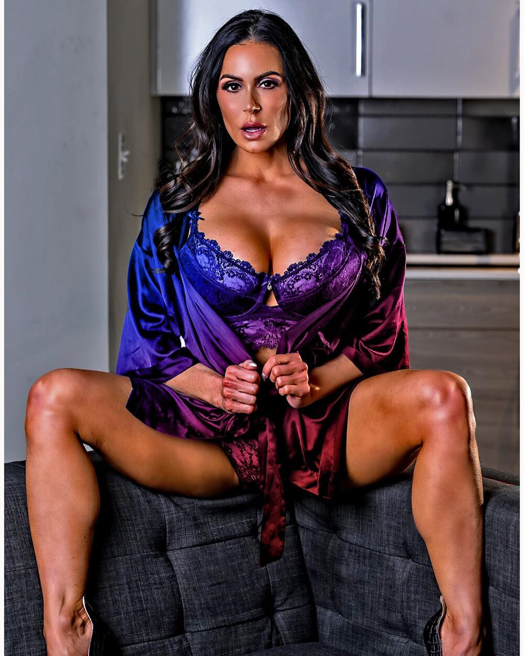 Kendra Lust Drops a Thirst Trap for Her Lions! - Photo 3