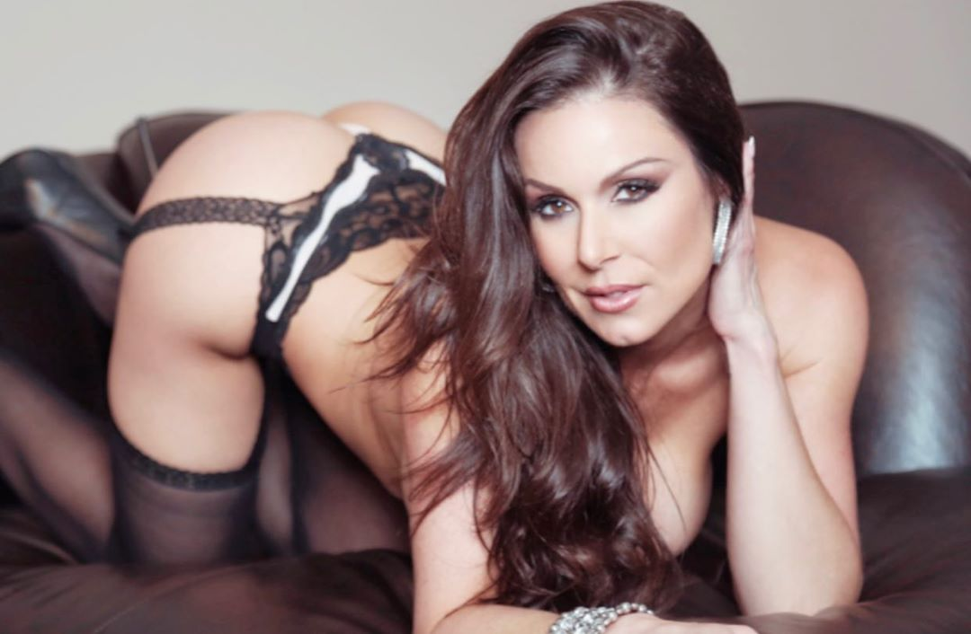 Kendra Lust Drops a Thirst Trap for Her Lions! - Photo 7