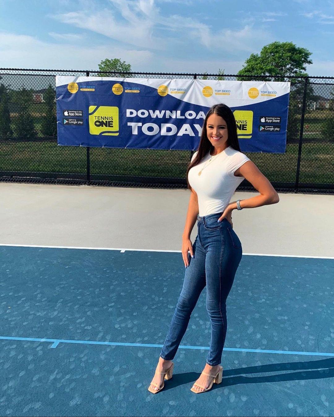 L?animatrice de tennis Rachel Stuhlmann fait tourner les têtes à l?US Open! - Photo 13