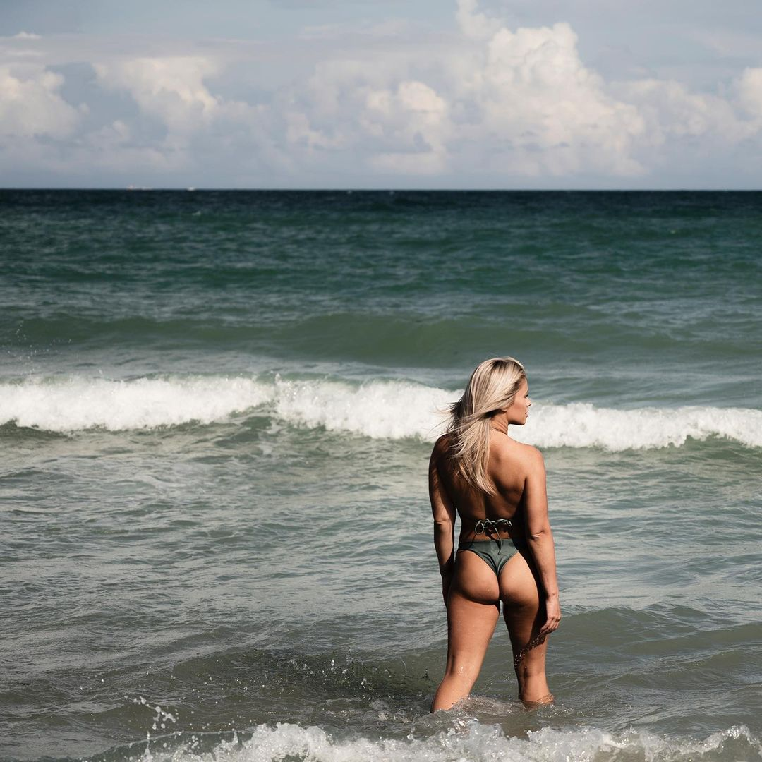 Paige VanZant Gets Oiled Up! - Photo 4