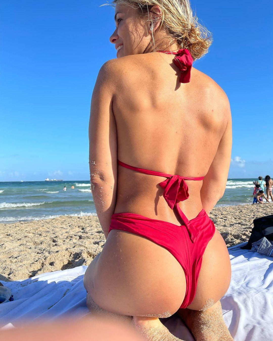 Paige VanZant fait de la cowgirl huilée dans un string pour le contenu! - Photo 1