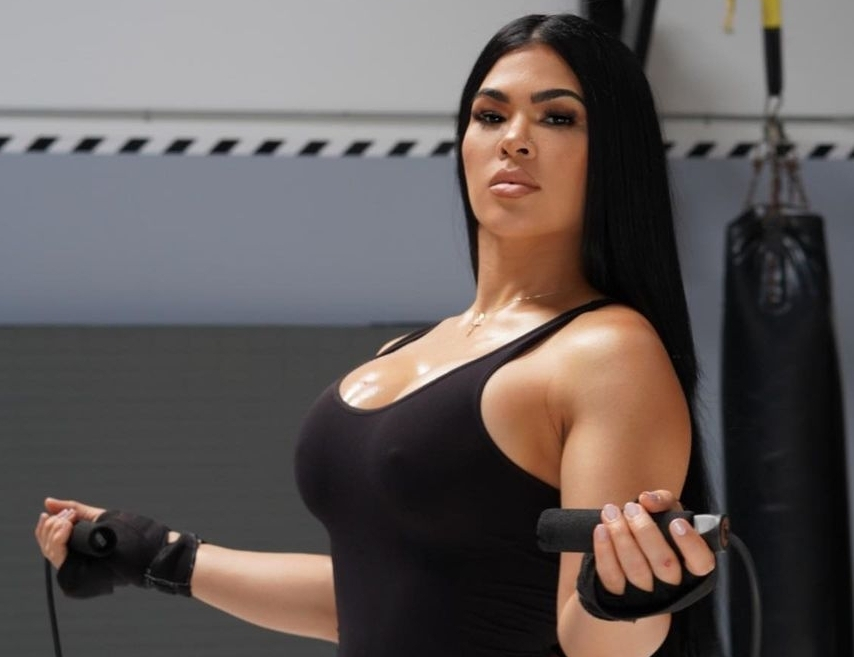 Rachael Ostovich Jumps Rope for Hearts
